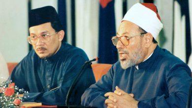 Photo of Dr. Jusuf al-Karadavi o muhaddisu Nasiruddinu al-Albaniju