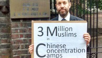 Photo of Jevrej koji sam skoro dvije godine protestuje zbog Ujgura